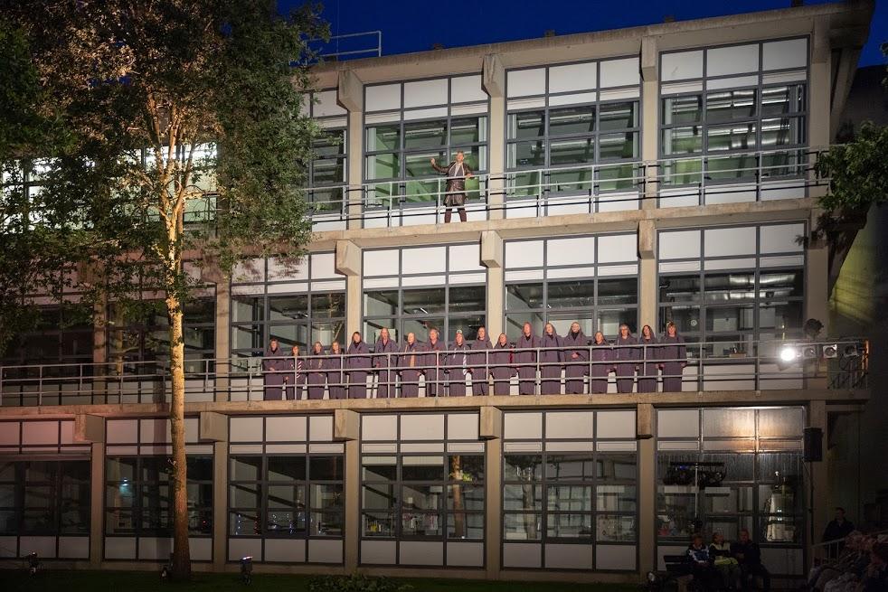 Foto's van de theatervoorstelling 'Mariecken uit Nijmegen' van St. Theater in 't Groen.